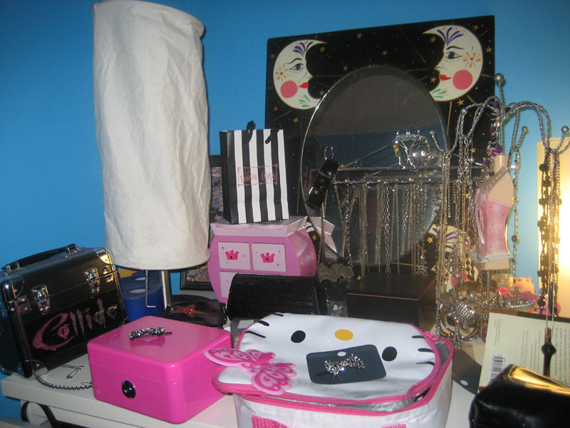 Just for fun here 39 s my quot Bling Shelf quot Yep I have a bling. Fun Things To Have In Your Room